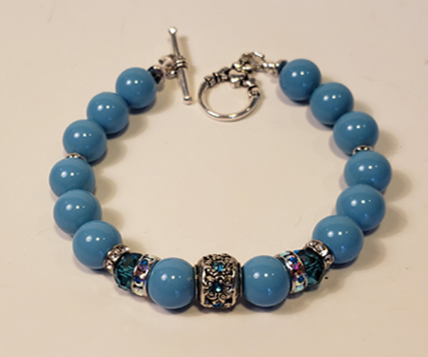 Lovely turquoise bracelet made with Swarovski beads and accents. Bead size approx 6mm