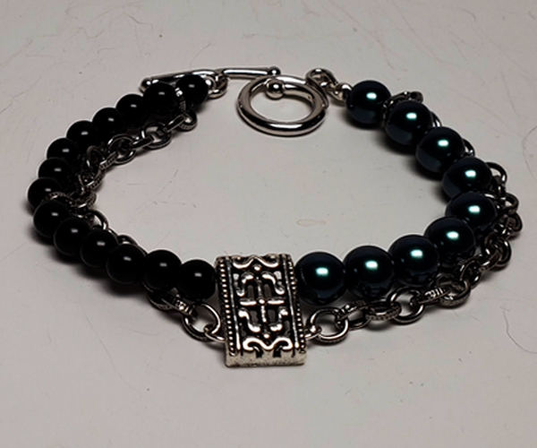 Very pretty chain link and bead bracelet. Bead sizes approx 6mm and 4mm