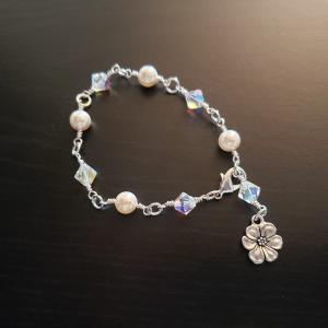 Delicate Pearl and Crystal Bracelet